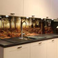 stiklas virtuvėje